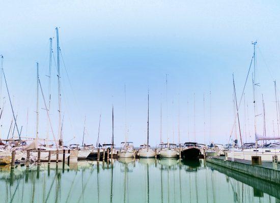 Segelyachten bereit zur Charter in Korfu