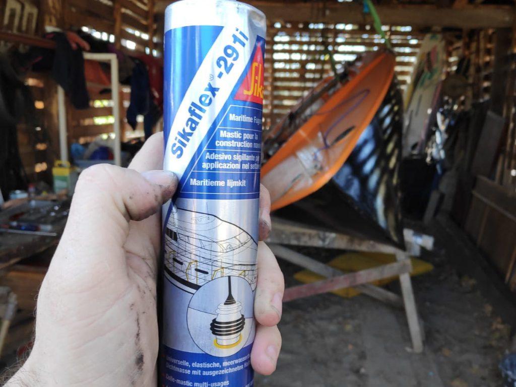 Sikaflex ist ideal für den Einbau in Jollen wie meinen Ixylon.