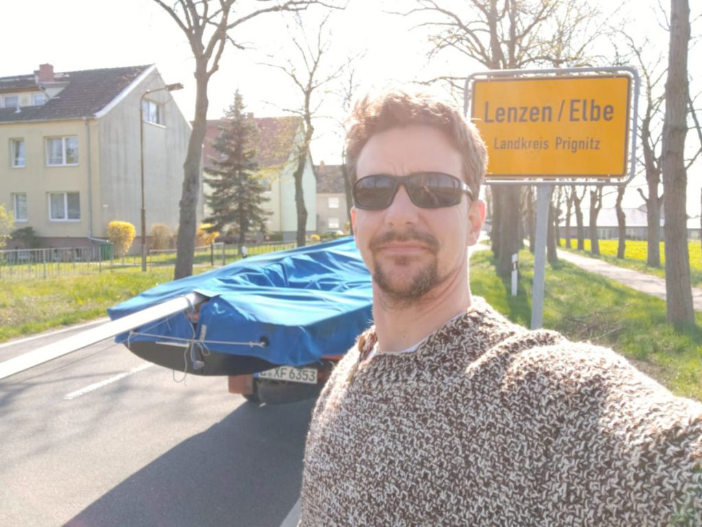 Mein Ixylon mit neuem Lenzventil am Ortseingang von Lenzen