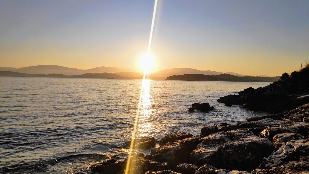 Sonnenaufgang bei Kassiopi mit Blick auf Albanien zum Gewinnspiel Flottillen-Segeln