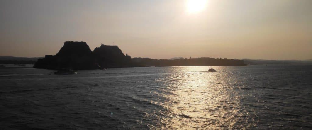 Gegen Seekrankheit, Ankunft in Korfu, Korfu Festung