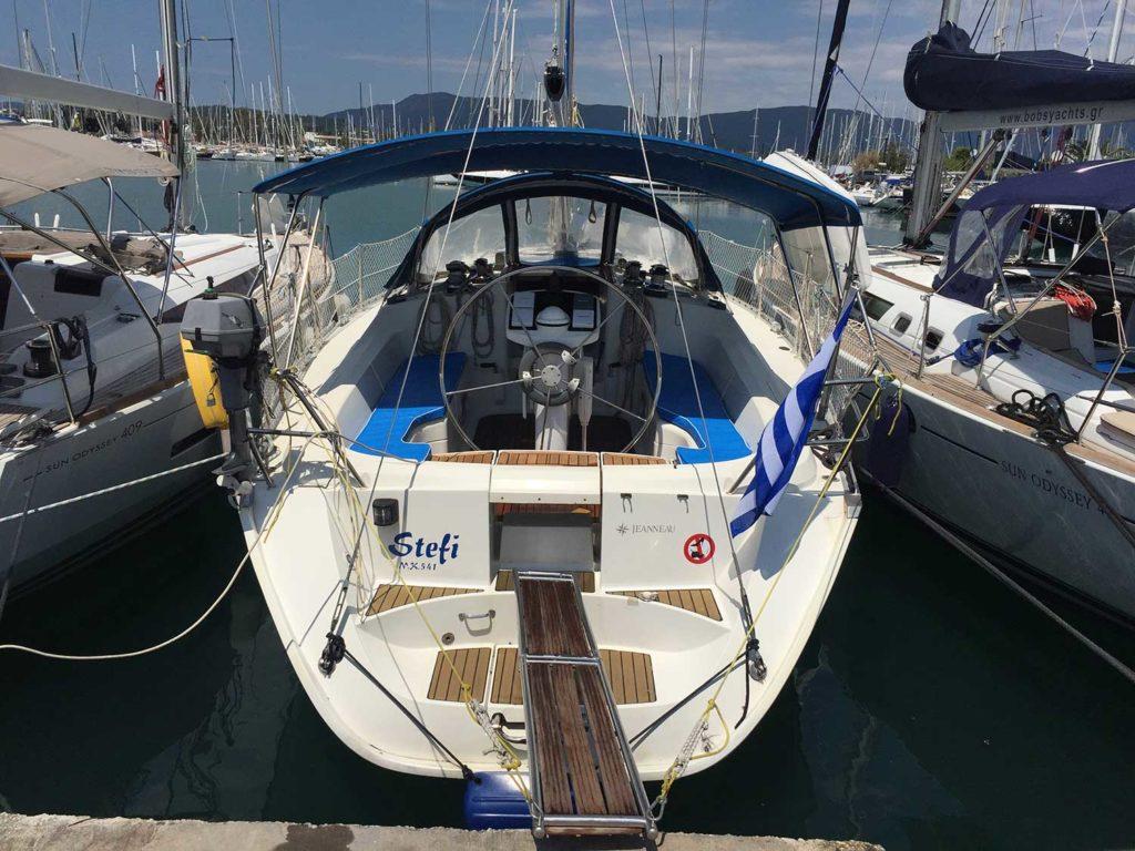 Jeanneau Sun Odyssey 42.2 am Steg chartern bei Korfu Segeln