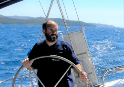 Skipper Korfu Roland am Ruder