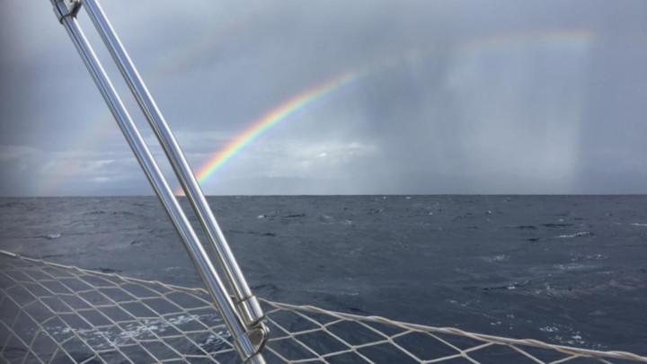 Doppelter Regenbogen über der Mündung des Archeron beim Schwerwetter Training