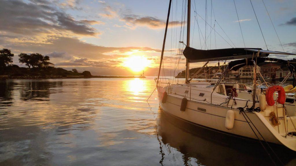 Romantika in Gaios Sonnenaufgang am Hafen