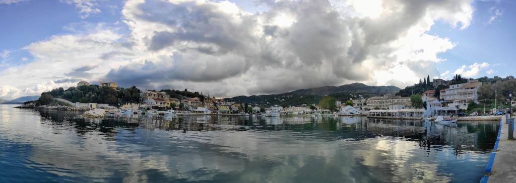 Kassiopi Panoramablick in den Hafen