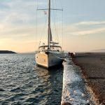 Seitlicher Anleger der Bavaria Cruiser 45 Anna bei Korfu Segeln