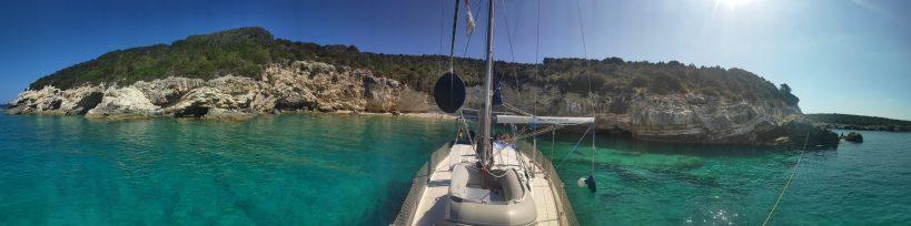 Eine einsame Bucht mit eigenem Strand für eine Nacht ermöglicht Corona-sicheren Urlaub vor Korfu