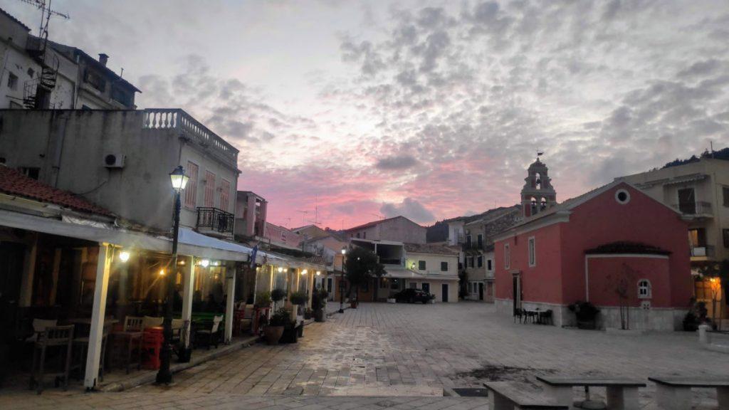 Analipsi die Kirche auf dem Marktplatz von Gaios auf Paxos