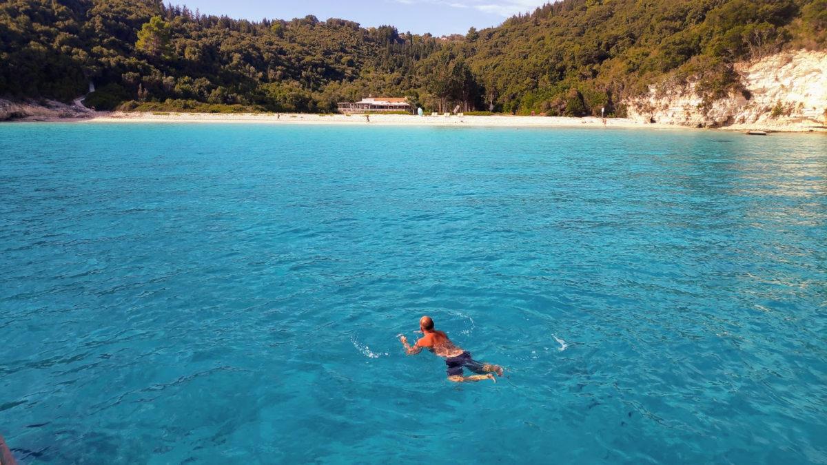 Antipaxos Voutoumi Strand schwimmen im kristallblauen Wasser
