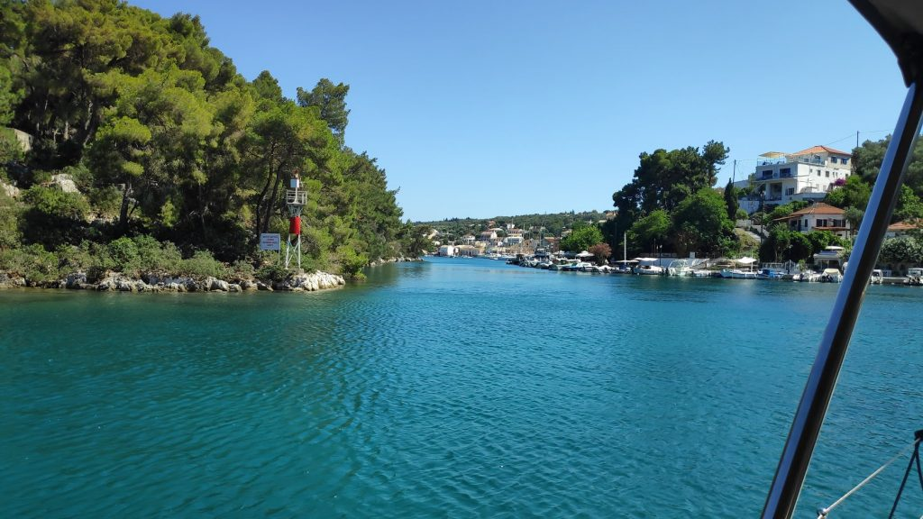Naturhafen von Gaios mit dem Knick im Fjord