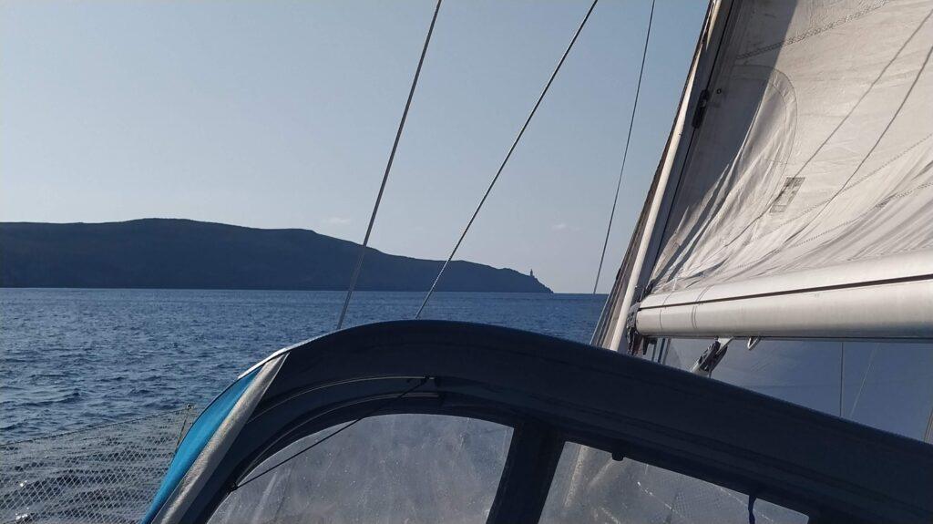 Halbwind auf Makani beim Segeltörn durch Griechenland