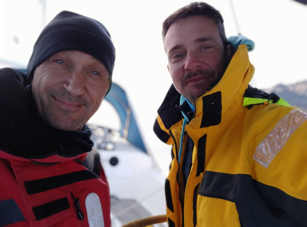 Zwei Skipper angekommen in Santorin und happy