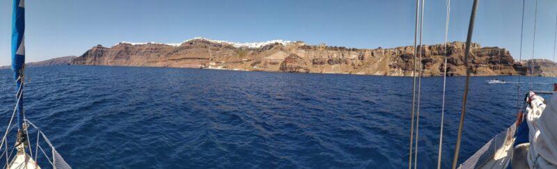 Panorama Santorin beim Segeltörn durch Griechenland