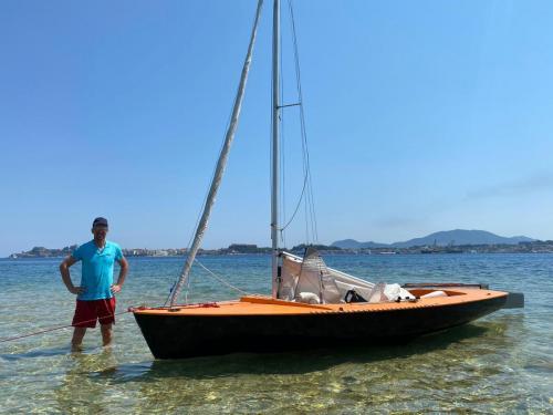 Kein kommerzieller Betrieb aber um so mehr Spaß, mit dem Dingi segeln