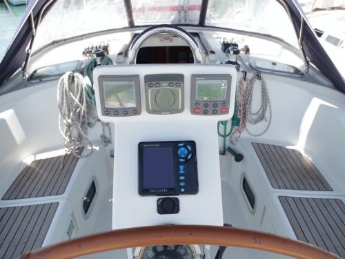 Beneteau 423 Ariadne Außen Cockpit mit Cockpittisch bei Korfu Segeln