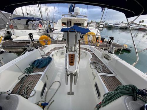 Beneteau 423 Ariadne außen Cockpit Vollansicht in Gouvia Marina nach Achtern bei Korfu Segeln