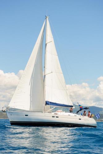 Beneteau 423 Ariadne in den Wellen Backbordseite bei Korfu Segeln