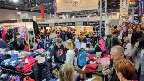 Boot Düsseldorf Gewühle bei den Textilien