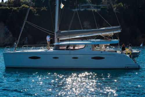 "Fountaine Pajot Salina 48 ""Melina"" Seitenansicht bei Korfu Segeln zur Charter ab Lefkas"