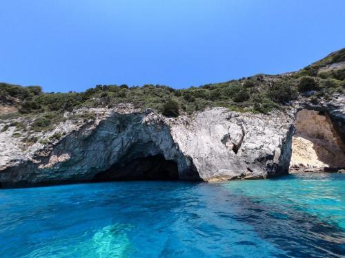Korfu_Segeln_Flottille_Türkises Wasser und Höhle