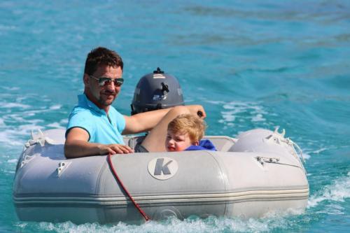 Lakka am Morgen - Schlauchboot fahren