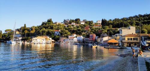 Longos baden gehen mitten im Hafen