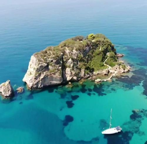 Rund Korfu Felsen Agios Giordios Luftbild Landseite