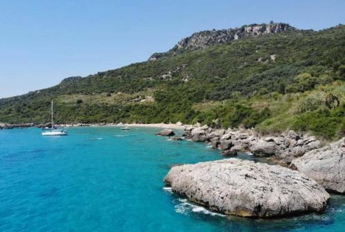 Rund Korfu exklusive Buchten und Ankerplätze drei