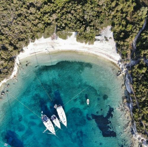 Rund Korfu exklusive Buchten und Ankerplätze sieben