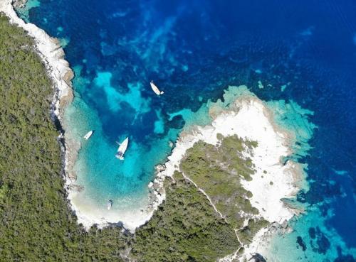 Rund Korfu exklusive Buchten und Ankerplätze zwei